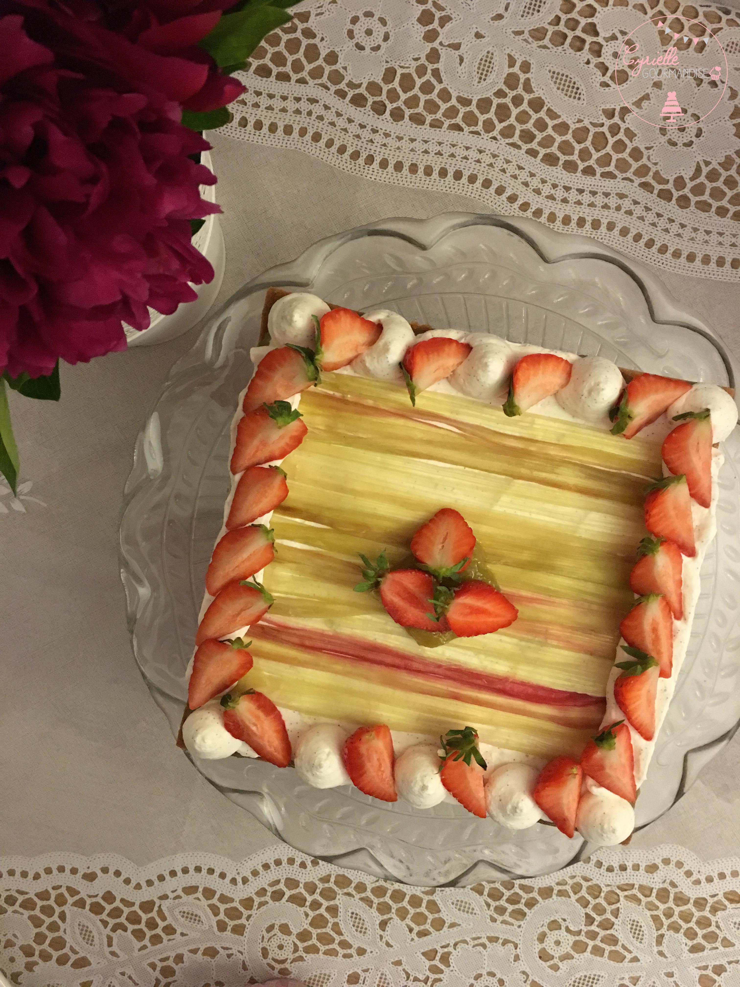 Tarte rhubarbe vanille fraises
