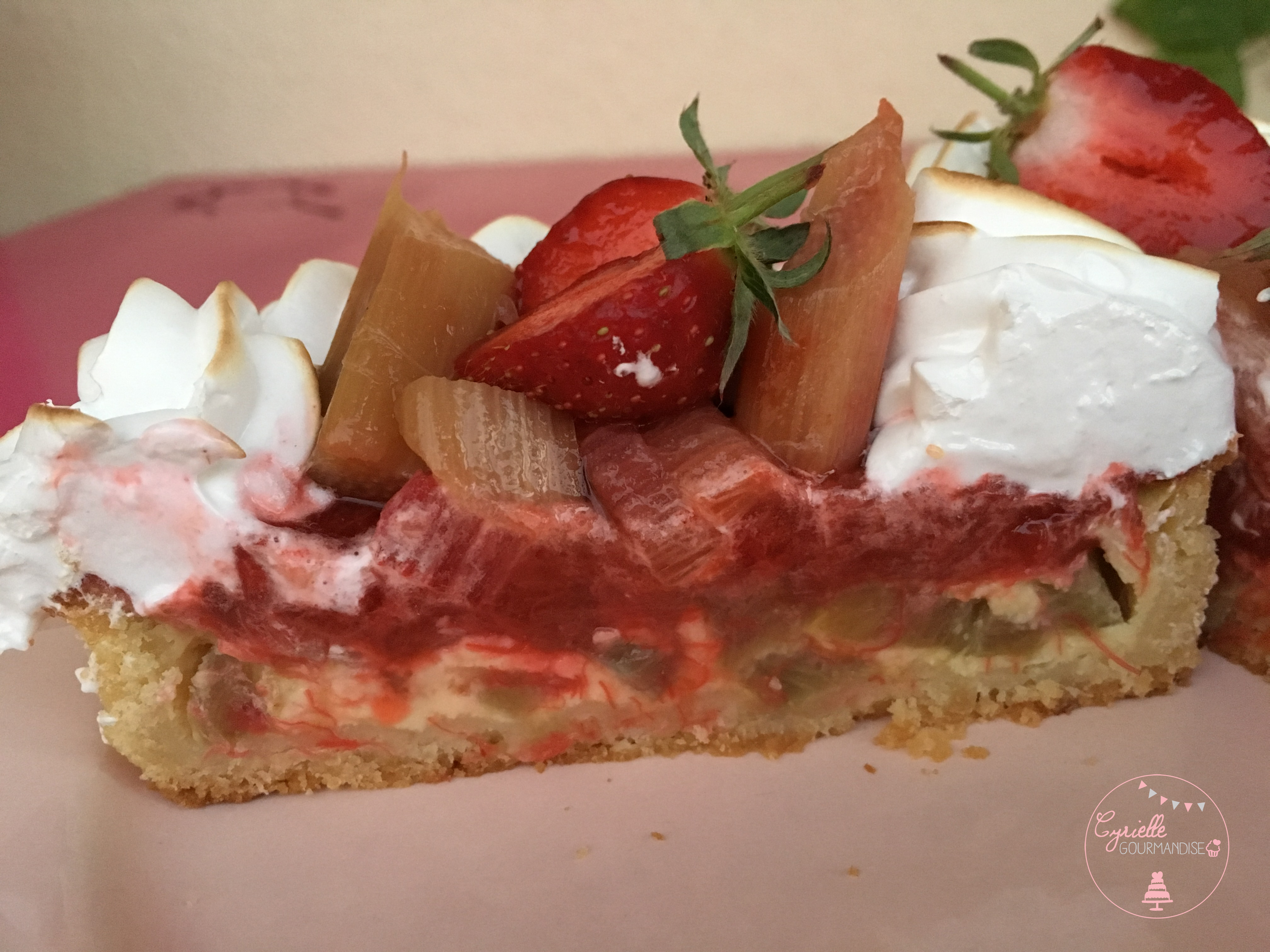 Tarte rhubarbe fraise meringuée intérieur