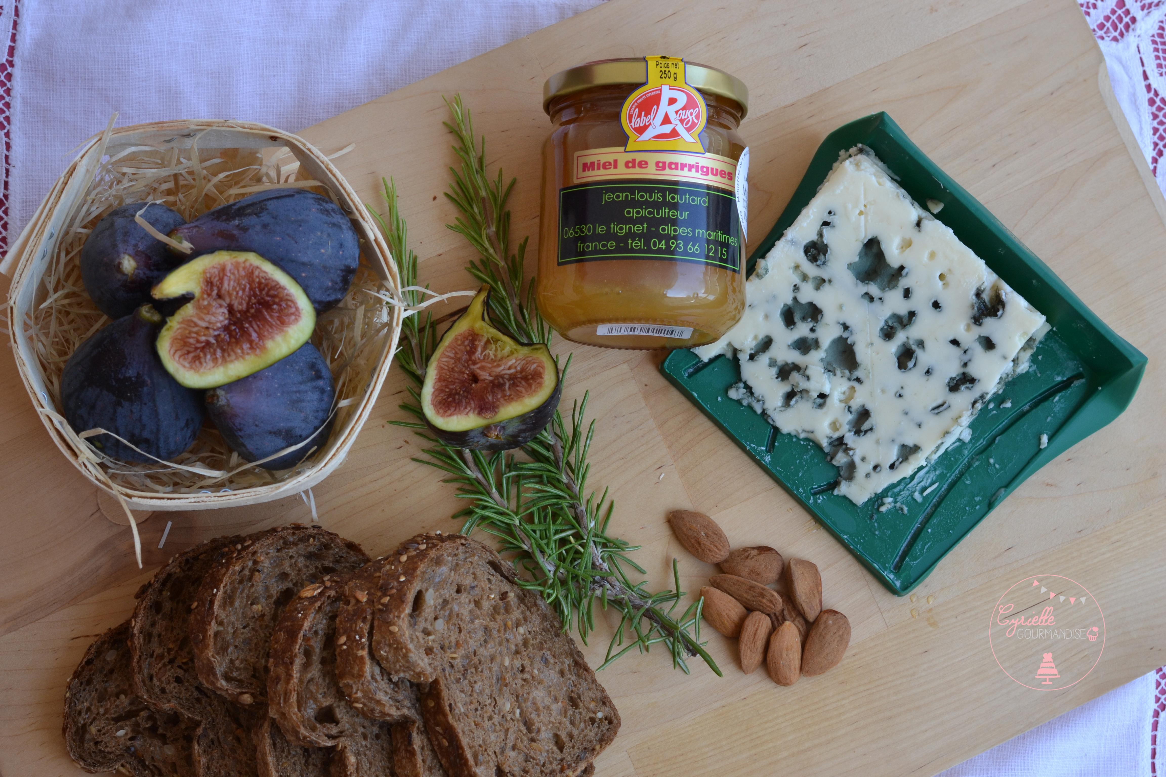 Tartines figues roquefort miel romarin - ingrédients