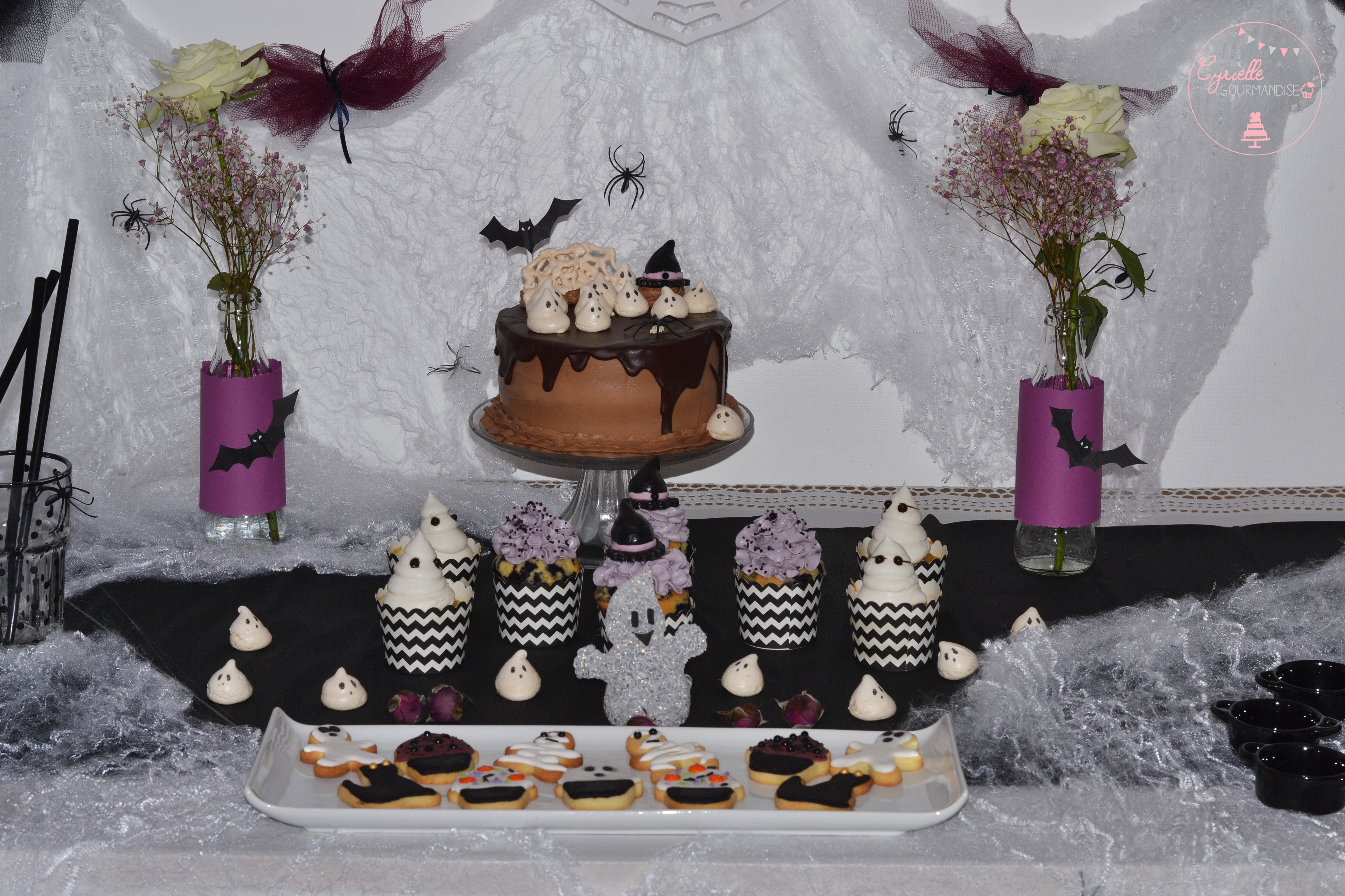 drippy-layer-cake-halloween-sweet-table