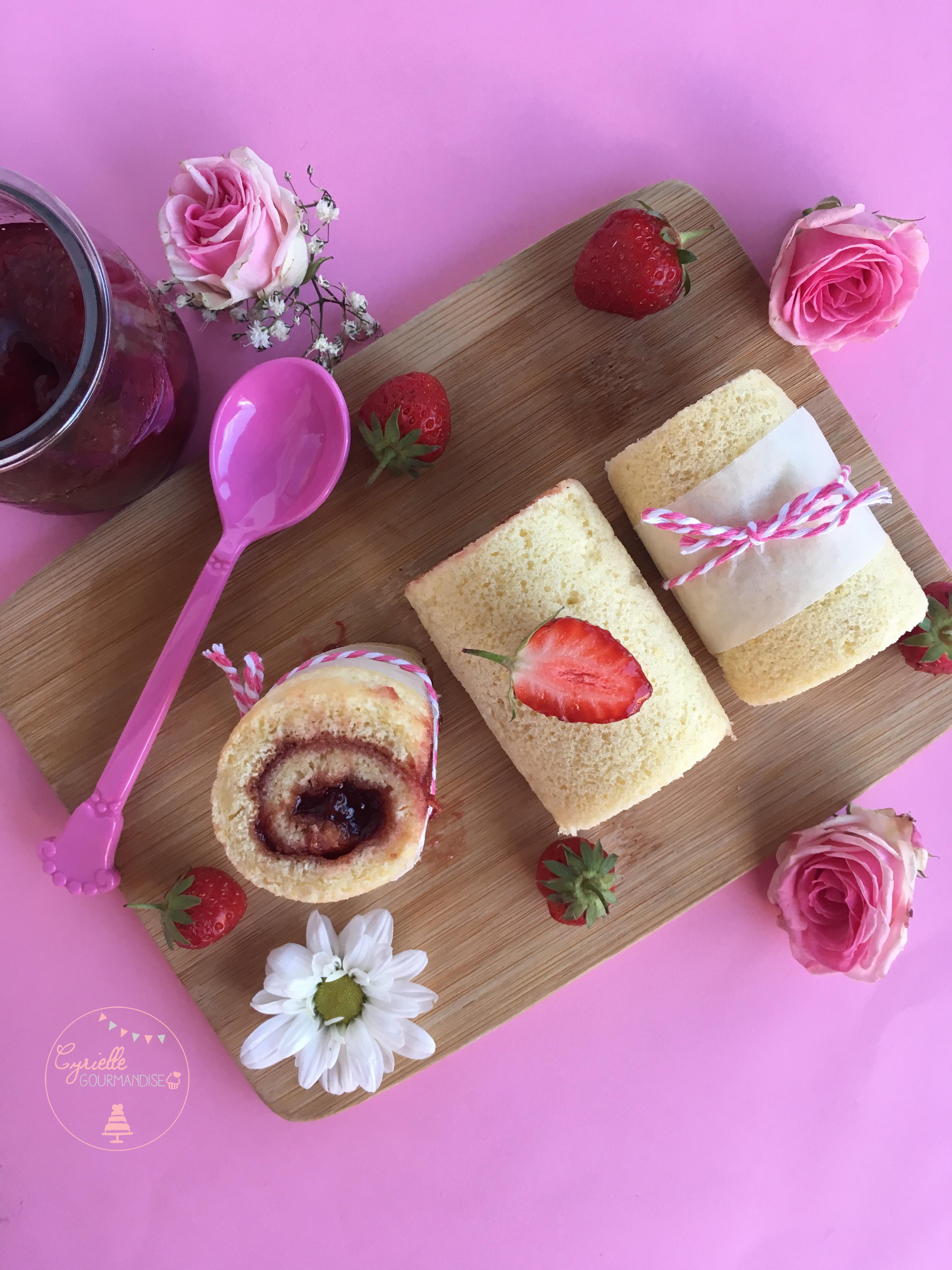 Gâteau roulé fraise 2